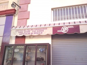 to the last cent - hundred peseta shop in almeria