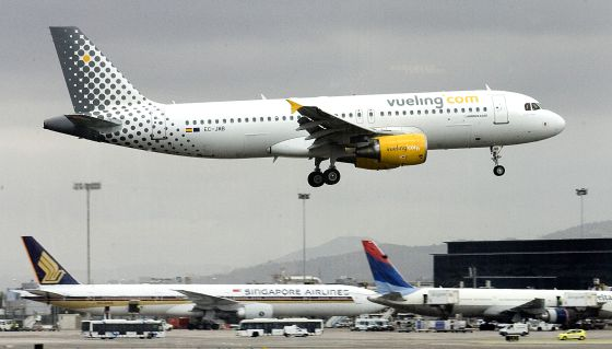 """essay on aeroplane hijack On november 23, 1996, ethiopian airlines flight 961 was flying from addis ababa to nairobi when the plane was hijacked by three ethiopians one report later described them as """"young (mid-twenties), inexperienced, psychologically fragile, and intoxicated"""" it would turn out to be the deadliest ."""