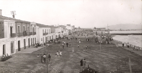 The paseo maritimo as it was before parking metres were thought up